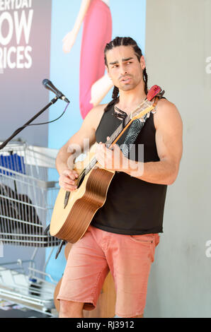 Busker Ziggy McNeill at Tamworth Country Music Festival 2019. - Stock Image