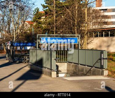 Berlin Wilmersdorf, Heidelberger Platz U3 U-Bahn underground railway station. Entrance & Sign. - Stock Image