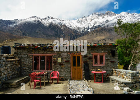 Typical small café on the way from Jomsom to Kagbeni, Mustang region, Nepal. - Stock Image