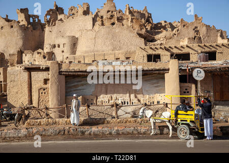 View of the city center of Siva oasis and Shali fortress in the Sahara desert in Egypt, Africa - Stock Image