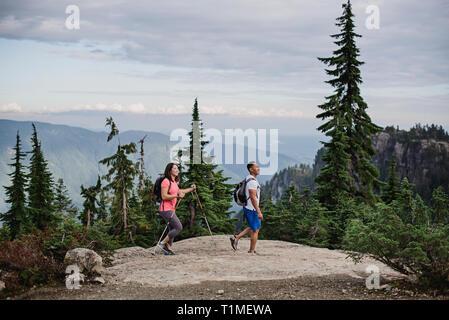 Couple hiking on mountaintop, Dog Mountain, BC, Canada - Stock Image