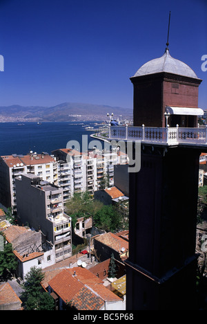 The asansor (public elevator) overlooking Izmir and the bay - Stock Image