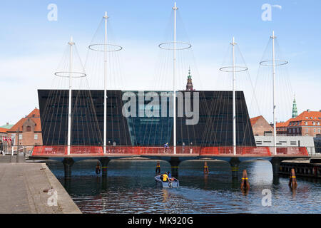 The Circle Bridge, Cirkelbroen, spanning Christianshavn Canal - the Black Diamond, the Royal Library, in the inner harbour of Copenhagen - Stock Image