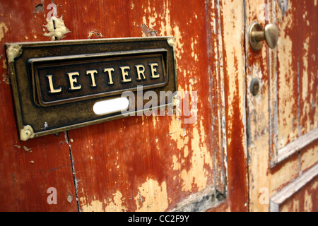 Close-up of a letter box on a rustic door in Italy. Reads 'Lettere' - Stock Image