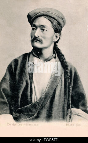 A Bhutia man with long pigtail. The Bhutia are ethnic Tibetans who speak a Tibetan dialect. Their ancestors migrated from Tibet to Sikkim, Darjeeling, Kalimpong and other parts of India and Bhutan some time around 6th century.     Date: 1905 - Stock Image