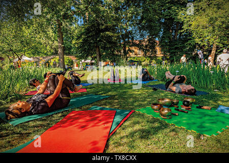 Italy Piedmont Turin Valentino Botanical garden - Wellness activity at the botanical garden Singing Bells and wellness exercises for the body - Stock Image
