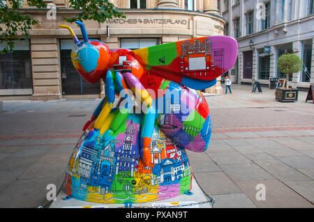 Colourful Manchester Skyline Bee, by Meha Hindocha.  One of the Bee in the City sculptures, St. Anne's Square, Manchester, UK. - Stock Image