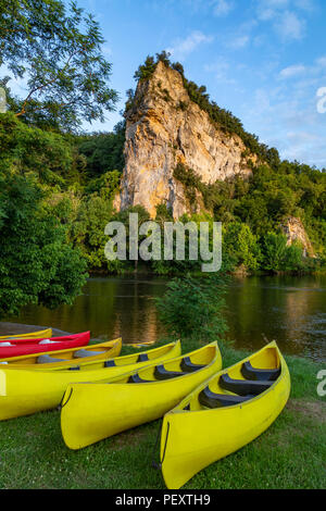 Late afternoon sunshine on a scenic landscape on the Dordogne River in the Nouvelle-Aquitaine region of France - Stock Image