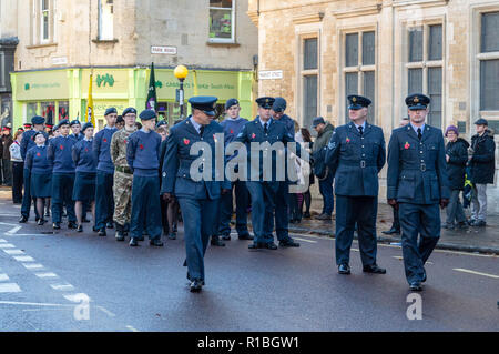 Trowbridge, Wiltshire, UK. 11th Nov, 2018. Air cadets moving into position for remembrance parade Credit Estelle Bowden/Alamy Live news - Stock Image