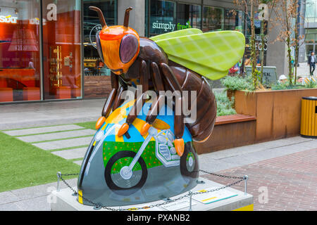 Bee-sy Rider, by Anne-Marie Byrne.  One of the Bee in the City sculptures, Piccadilly Place, Manchester, UK. - Stock Image