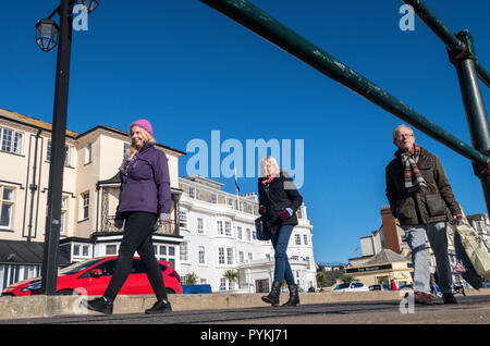 Sidmouth, 29th Oct 18 Clear overnight skies left a sharp frost across Devon this morning, but also resulted in a glorious sunny day on the coast at Sidmouth. Photo Central/Alamy Live News - Stock Image