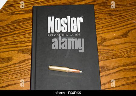 reloading manual, bullet, nosler, nosler 7, oak - Stock Image