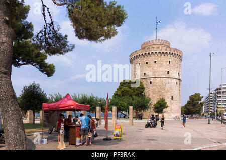 The White Tower of Thessaloniki, a landmark Ottoman fortress and former prison and a popular tourist destination - Stock Image