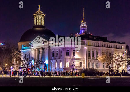Warsaw, Poland. 14th Jan, 2019. Thousands gather for a rally in the Poland's capital in a silent commemoration to mark their sorrow after the tragic death of Gdansk Mayor Pawel Adamowicz. Mr Adamowicz was stabbed during the Great Orchestra of Christmas Charity, an annual open-air charity event, in Gdansk on January 13. Credit: dario photography/Alamy Live News. - Stock Image