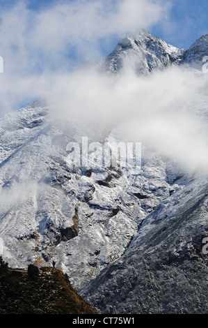 Thamserku mountain range in Nepal - Stock Image