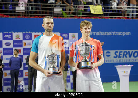 Pune, India. 5th January 2019. Ivo Karlovic of Croatia and Kevin Anderson of South Africa pose with the runners-up and championship trophies respectively after the Tata Open Maharashtra 2019 ATP tennis singles title finals in Pune, India. Credit: Karunesh Johri/Alamy Live News - Stock Image