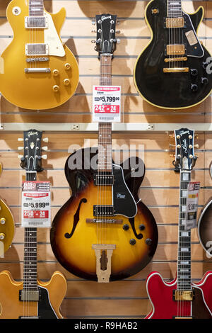 A Gibson L5 Studio Vintage guitar for sale for a mere $5799 at Sam Ash in Manhattan, New York City. - Stock Image