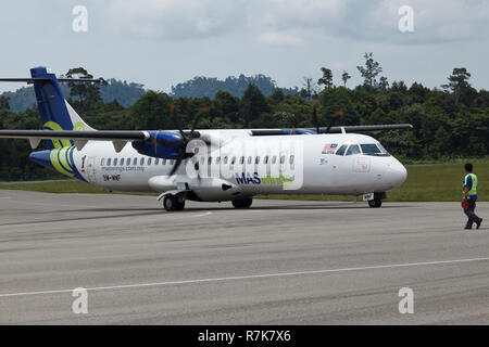 ATR 72-212A(500) operated by MASWings airline, registered 9M-MWF, landing at Mulu airport, Borneo - Stock Image