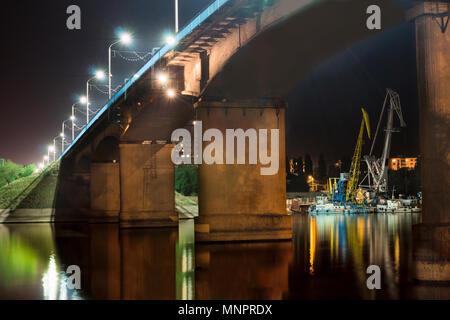 Brooklyn Bridge at Night with Water Reflection, New York City Skyline - Stock Image