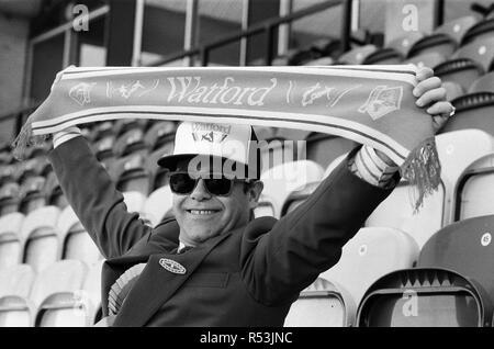 Watford FC Chairman Elton John at Vicarage Road, home of Watford football club. 18th October 1986. - Stock Image