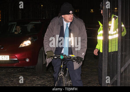 London, UK. 20th March, 2019. Boris Johnson, Conservative MP for Uxbridge and South Ruislip, leaves the House of Commons on the evening that Prime Minister Theresa May was meeting Opposition leaders to discuss extending Article 50 before travelling to Brussels tomorrow for an EU summit. Credit: Mark Kerrison/Alamy Live News - Stock Image