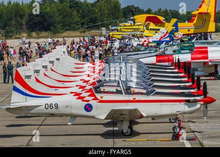 Krila oluje Wings of storm aerobatic group Croatia Croatian HRZ i PZO Zemunik lined apron - Stock Image