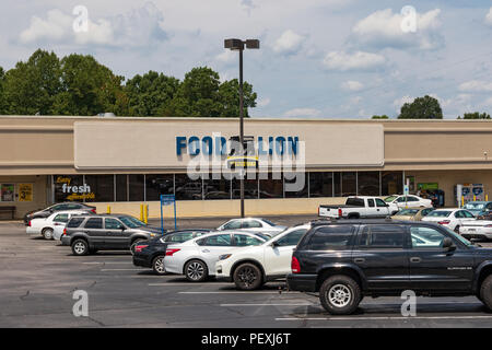 HICKORY, NC, USA-15 AUGUST 18:  A Food Lion grocery store, one of 1100 supermarkets in the southeastern United States. - Stock Image