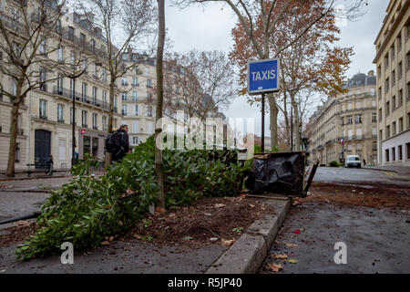 Paris, France. 1st December, 2018. Broken things during the Yellow Vests protest against Macron politic. Credit: Guillaume Louyot/Alamy Live News - Stock Image