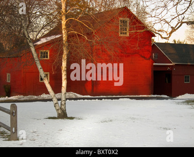 vintage red country barn - Stock Image