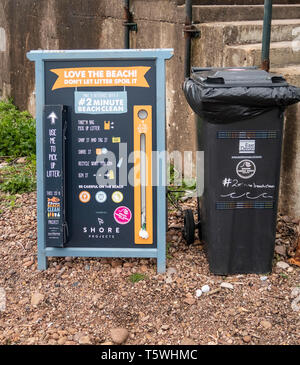 Sign and litter bin on Sidmouth beach - beach cleaning exercise, keep the beach clean. - Stock Image