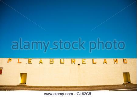 Arbroath, Scotland, UK. 9th May 2016. UK Weather, Sunshine in Scotland, Pleasureland Arbroath, Scotland was expected - Stock Image