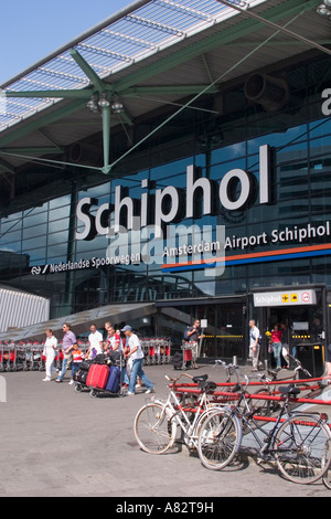 Holland Amsterdam Schiphol airport outdoor people - Stock Image