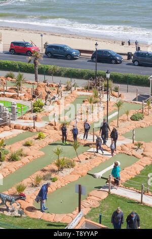 Playing crazy golf at the seaside - Stock Image