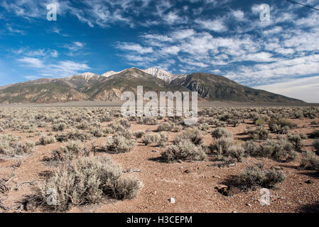 Desert and mountains in Nevada, USA - Stock Image