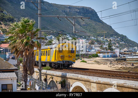 Metrorail train leaving the Kalk Bay station, in the southern suburbs of Cape Town, South Africa - Stock Image