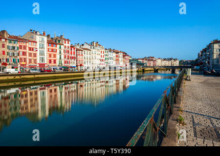 BAYONNE, FRANCE - SEPTEMBER 19, 2018: Colorful houses at the Nive river embankment in Bayonne town in France - Stock Image