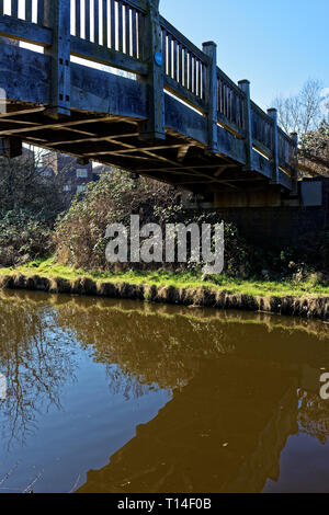 Footbridge over the Grand Union Canal with reflection, Northolt, Middlesex - Stock Image