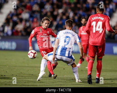 Estadio Municipal de Butarque, Leganes, Spain. 15th Apr, 2019. La Liga football, Leganes versus Real Madrid; Luka Modric (Real Madrid) challenges for control of the ball with Guido Carrillo (CD Leganes) Credit: Action Plus Sports/Alamy Live News - Stock Image