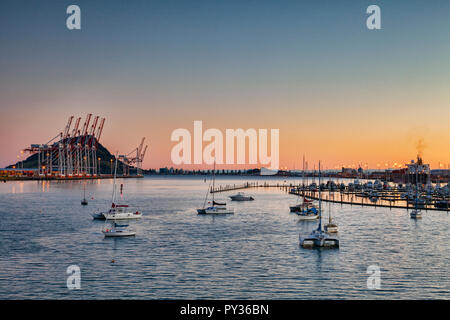 New Zealand's largest port and Bridge Marina, at Tauranga, Bay of Plenty, with Mount Maunganui, the dormant volcano which dominates the area, in the b - Stock Image