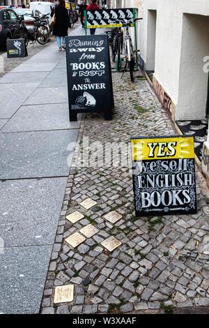 Hundt Hammer Stein Bookstore. Book shop exterior and Stolperstein brass memorial stones in Mitte-Berlin - Stock Image