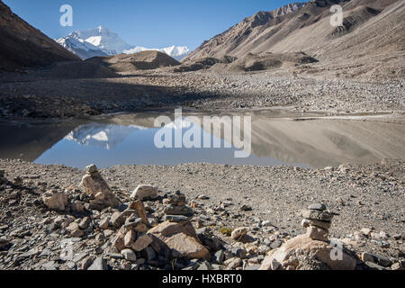 Reflection of Mount Everest in pond of Rongbuk valley - Stock Image