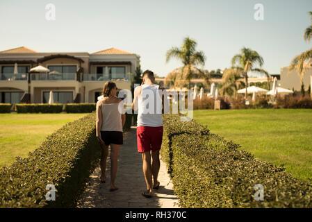 Couple walking - Stock Image