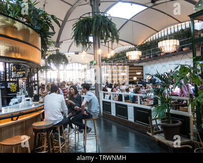 BARCELONA, SPAIN - APRIL 21, 2018: Historical galleries in the Paseo de gracia of Barcelona, where there are many bars and restaurants to eat all kind - Stock Image
