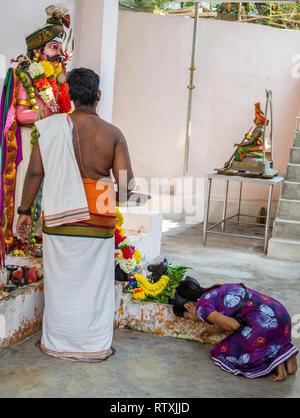 Hindu Priest and Young Worshiper at Hindu Sri Maha Muneswarar Temple, Kuala Lumpur, Malaysia. - Stock Image