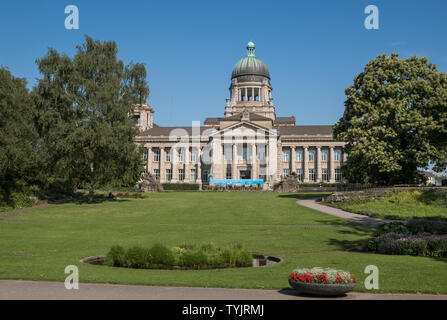 Planten un Blomen (Plants and Flowers) park and garden, with Landgericht courthouse in the background, Hamburg, Germany. - Stock Image
