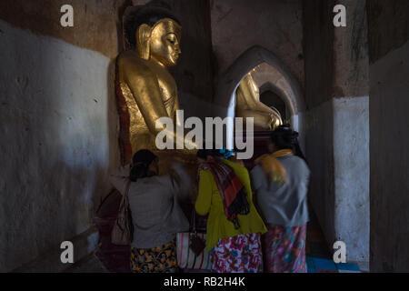 Women at prayer in the Gaw Da Palin Phaya temple, Bagan, Myanmar - Stock Image