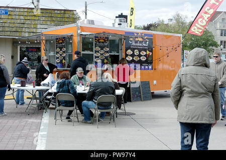Two Rivers, Wisconsin USA, 13th Oct, 2018. Lunch break at one of  many food vendors for folks attending the street fair at Two Rivers Annual Autumn Applefest. Credit: Jerome Wilson/Alamy Live News - Stock Image