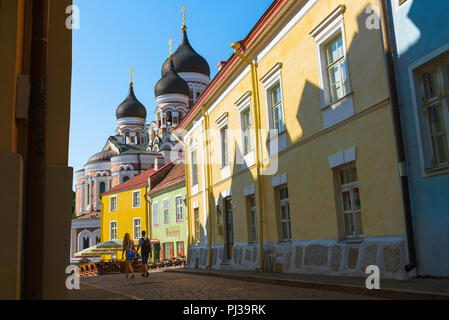 Young people travel, view in summer of two young people walking along a colorful street on Toompea Hill in Tallinn, Estonia. - Stock Image