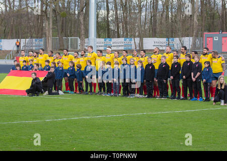 17 March 2019, North Rhine-Westphalia, Köln: The Spanish team during the national anthem. Fifth match of the Rugby Europe Championship 2019: Germany-Spain on 17.03.2019 in Cologne. Photo: Jürgen Kessler/dpa - Stock Image