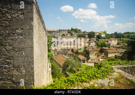 An elevated view of the winemaking village of St. Emilion in France - Stock Image